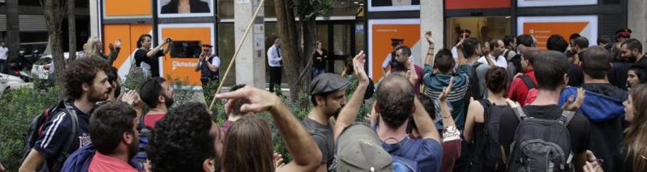 Los radicales lanzan señuelos en la web para probar la reacción policial