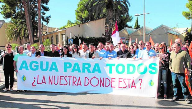 Algunos de los asistentes a la manifestación celebrada en Hellín