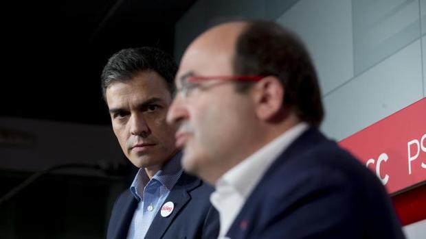 El secretario general del PSC, Miquel Iceta, junto a Pedro Sánchez