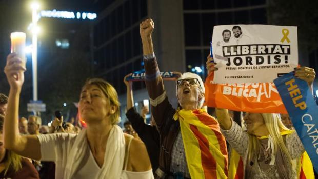Manifestación para pedir la libertad e Jordi Sànchez y Jordi Cruixat el pasado 17 de octubre