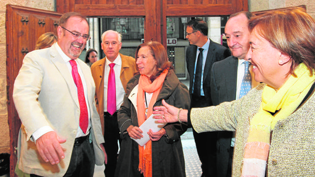 Fernando Rey, junto a responsables de la UVA, antes de inaugurar el curso