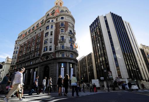 Caixabank revierte una fuga moderada de dep sitos tras for Oficinas caixabank valencia