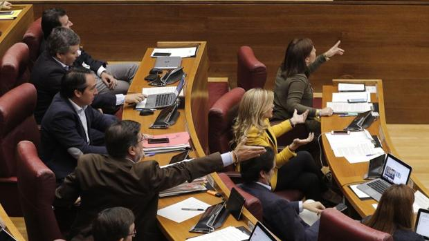 Un momento del Pleno de las Cortes Valencianas