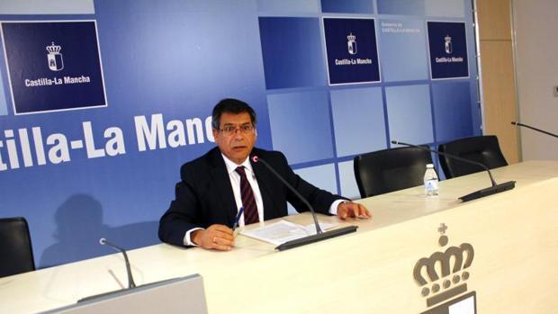 El delegado de la Junta en Toledo, Javier Nicolás, durante la rueda de prensa