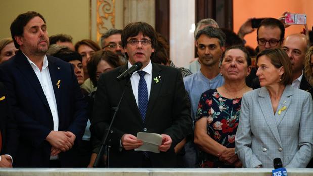 Carles Puigdemont, durante su discurso después de la aprobación de la DUI