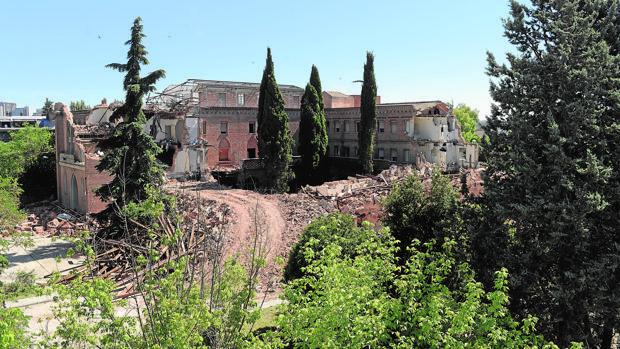 El convento ya se demolió casi a la mitad antes de verano
