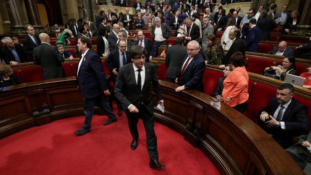 Puigdemont, ayer a su llegada al Parlamento catalán