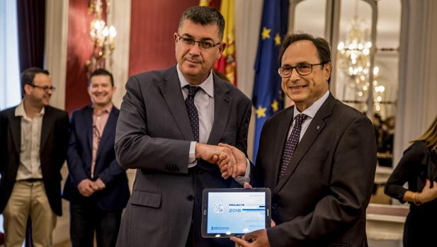 Imagen del conseller de Hacienda y el presidente de las Cortes Valencianas tomada este martes