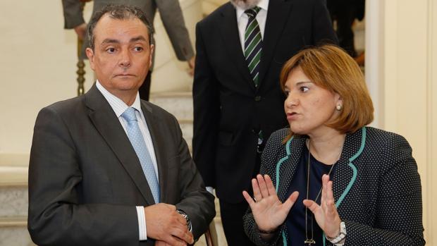 El presidente de la CEV, Salvador Navarro, y la presidenta del PPCV, Isabel Bonig, en una imagen de archivo
