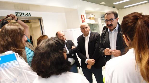 Jesús Fernández, durante su visita al Hospital General de Ciudad Real