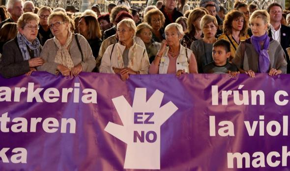 Concentración en Irun en repulsa por el suceso