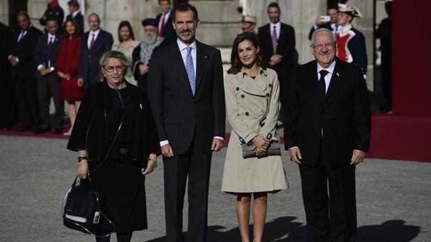 Los Reyes reciben al presidente de Israel y a su esposa