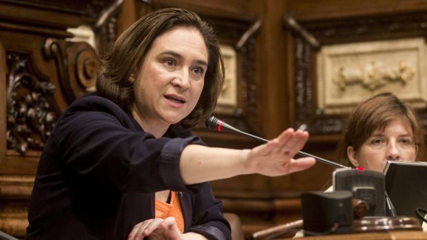 Ada Colau durante una intervención en el pleno del Ayuntamiento de Barcelona