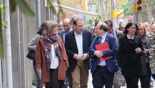 Iceta, junto a Espadaler y Núria Marín, ayer en Barcelona