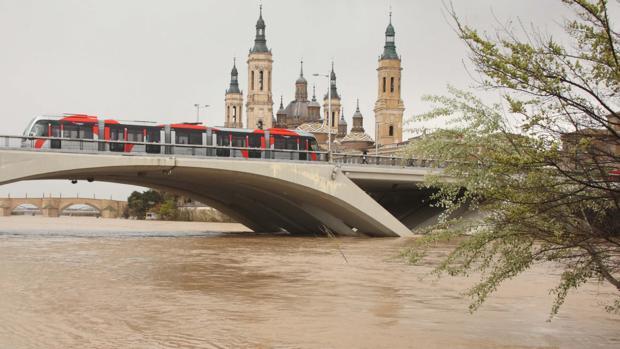 Imagen de archivo del Ebro a su paso por Zaragoza