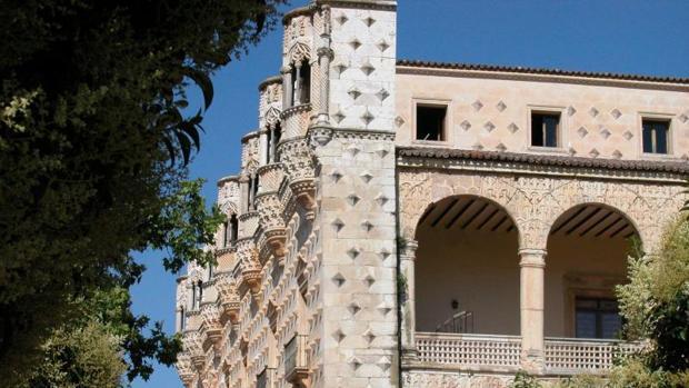 La plataforma «Abraza el Infantado» quiere que el Palacio «siga siendo de todos»