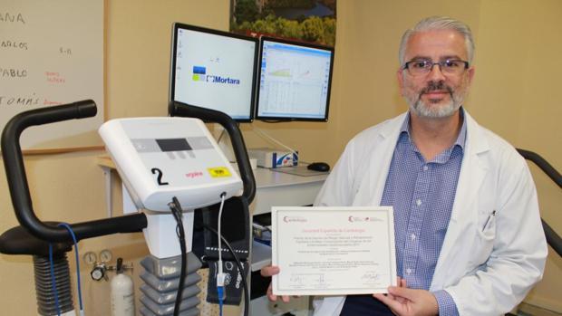 El doctor Alejandro Berenguel, cardiólogo y responsable del programa de la Unidad de Rehabilitación Cardiaca del Complejo Hospitalario de Toledo,
