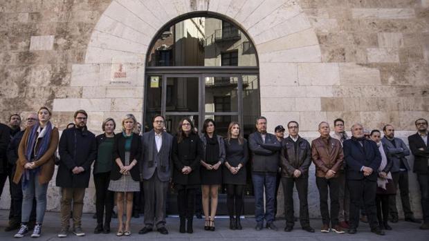 Minuto de silencio en el Palua de la Generalitat Valenciana por el crimen de Elda, este viernes