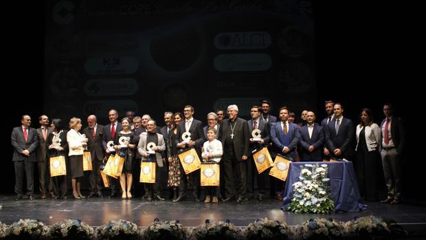 La foto de familia de los galardonados