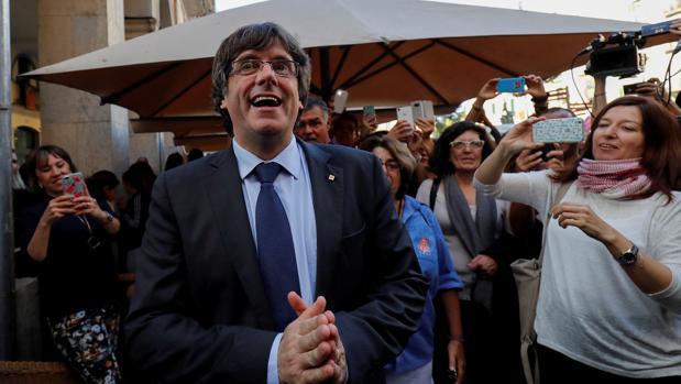 Carles Puigdemont, fotografiado en Girona después de que el Parlament votase la DUI