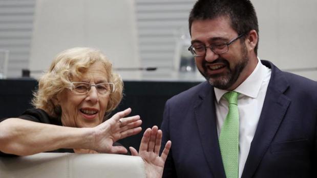Carmena y Sánchez Mato, en el Pleno del Ayuntamiento