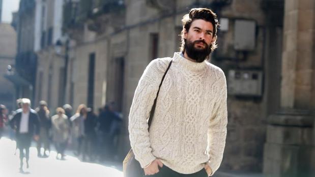 El director gallego Oliver Laxe en las calles de Orense