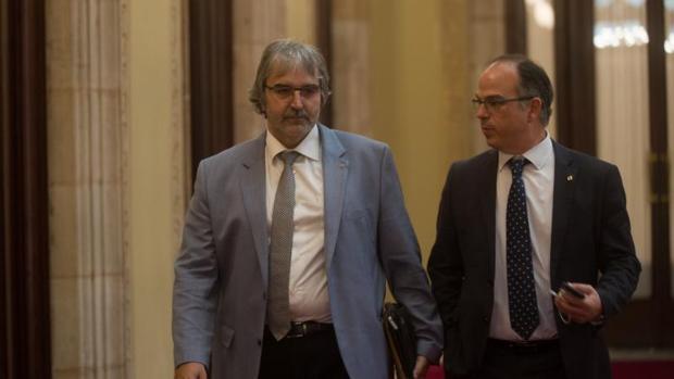 Joaquim Nin y Jordi Turull, en julio de este año por los pasillos del Parlamento de Cataluña