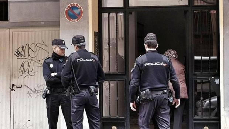 Detienen a un hombre de 69 años que citaba a menores junto a colegios de Valencia para mantener contactos