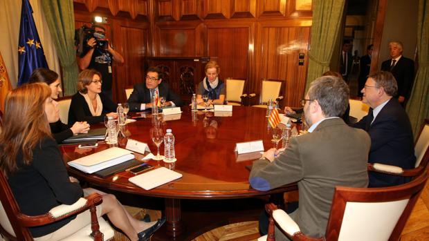 Ximo Puig y la ministra Isabel García-Tejerina, durante la reunión mantenida en Madrid este martes