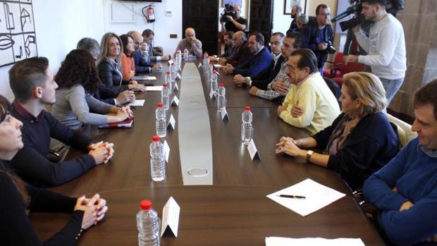 La alcaldesa de Toledo se ha reunido este martes con los alcaldes de la Mancomunidad Cabeza del Torcón