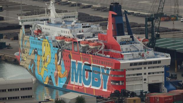 El barco Moby, conocido como Piolin, atracado en el puerto de Barcelona