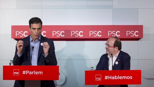 Pedro Sánchez y Miquel Iceta durante una rueda de prensa conjunta en la sede del PSC