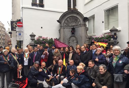 Un multitudinario grupo de segovianos asentados en Bruselas, que no se han querido perder el acto