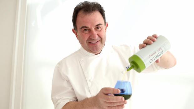 El aceite de oliva virgen extra en biberón de un ocho estrellas Michelin