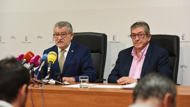 El consejero de Educación, Ángel Felpeto, junto a Antonio Serrano, director general de Recursos Humanos