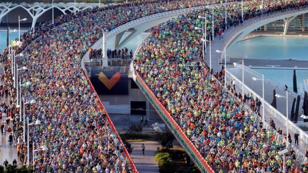 Aspecto de la carrera, de participación multitudinaria