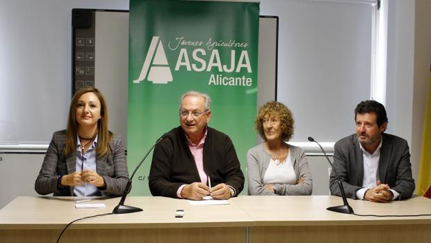 Imagen de la reunión mantenida este lunes representantes de ASAJA