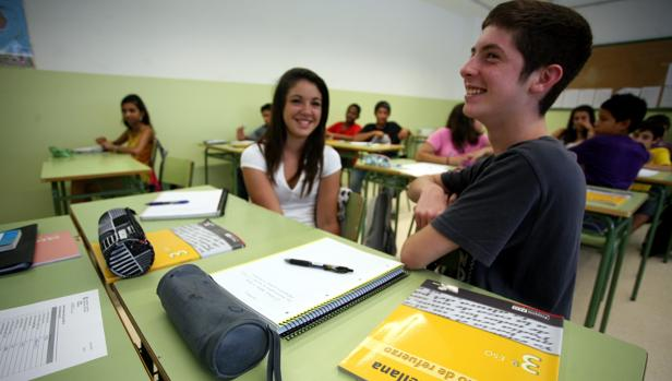 Alumnos de tercero de ESO en la clase de Lengua Castellana