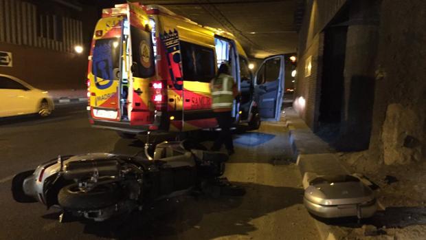 Motocicleta accidentada en el túnel de Sinesio Delgado, este mediodía