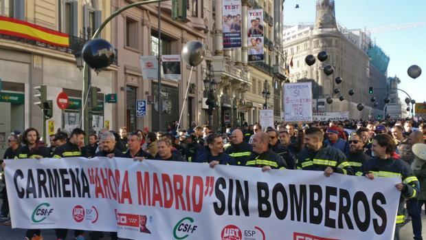 Manifestación de los bomberos del Ayuntamiento de Madrid contra Carmena