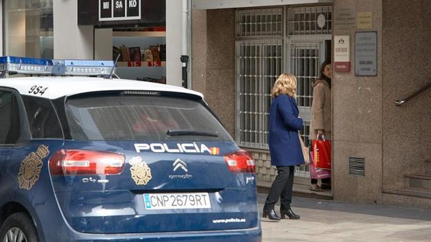 Portal del domicilio de una mujer asesinada este año en Gandia (Valencia)