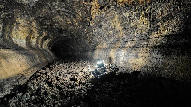 El robot Rover IV recorriendo de forma autónoma una cueva de Tenerife