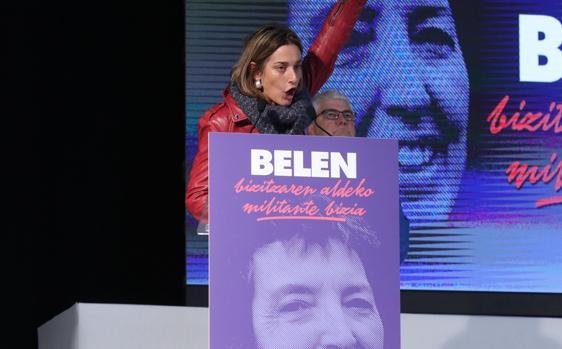 La dirigente de Sortu Miren Zabaleta, durante el homenaje a la etarra Belén González Peñalva