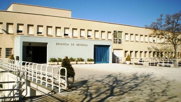 Fachada principal del instituto Brianda de Mendoza, en Guadalajara