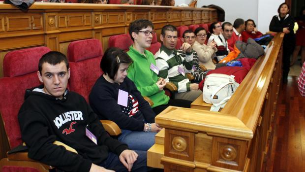 Algunos invitados en las Cortes, durante el Día Internacional de las Personas con Discapacidad en 2016