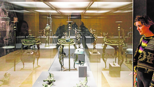 La muestra reúne alrededor de ochenta piezas