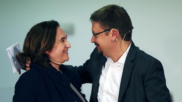 Ada Colau y Xavier Domènech, durante el acto de apertura de la campaña electoral en Cataluña