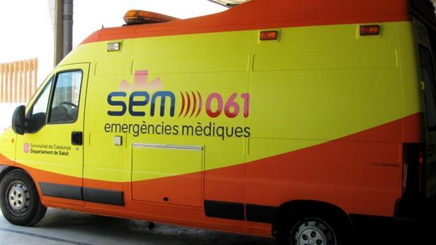 Foto de archivo de una ambulancia del Sistema de Emergencias Médicas de Cataluña