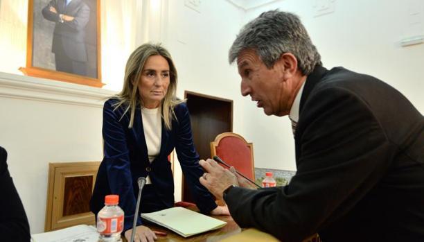 La alcaldesa de Toledo, Milagros Tolón, y el portavoz municipal, José Pablo Sabrido
