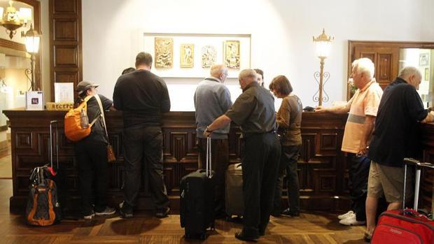 Clientes en un hotel en Santiago
